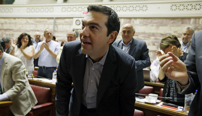 Tsipras'a parayı ver ki demokrasiyi unutsun