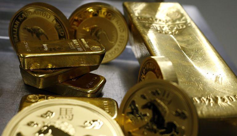 Haftaya düşüşle başlayan altın, dalgalı seyrediyor