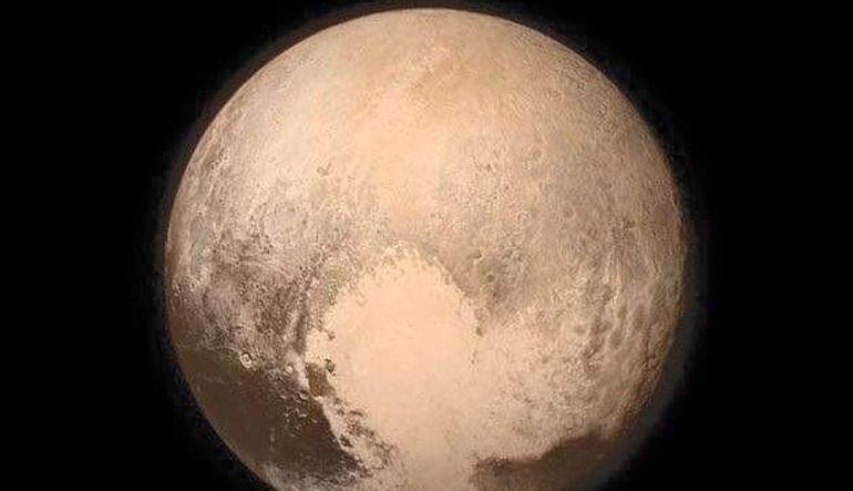 Gezegene en yakın uçuşunu gerçekleştiren NASA'nın uzay aracı New Horizons'ın çektiği fotoğraf paylaşıldı