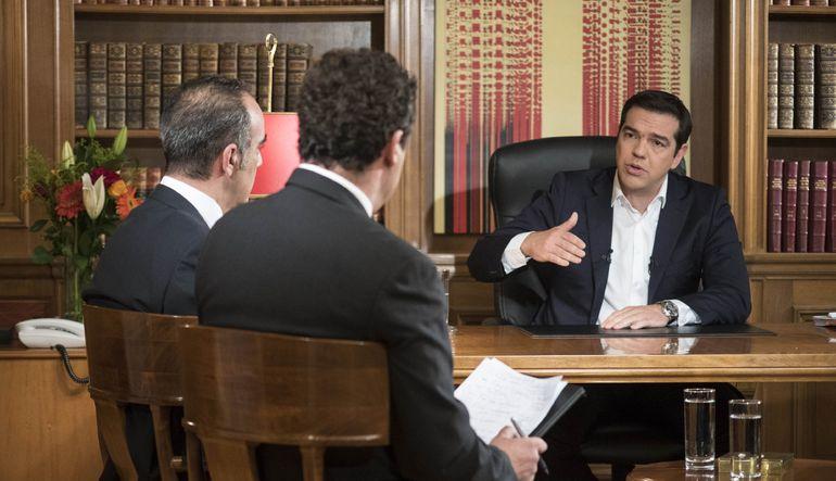 Meclisi kurtarma anlaşması için gereken yasaları geçirmeye ikna etmesi gereken Tsipras, yeni programla Yunanistan'ın mali sorunların sona ereceğini sö