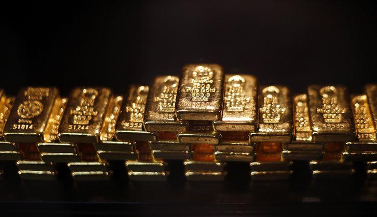 Altın, Fed'in bu yıl içinde faiz artırmayı beklediğine dair gelen açıklamaların ardından dört ayın en düşüğüne yakın seyrediyor