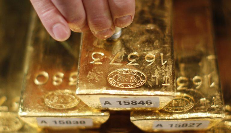 En uzun ayı piyasası dönemlerinden birini yaşayan altın, beş yılın en düşüğüne kadar geriledi