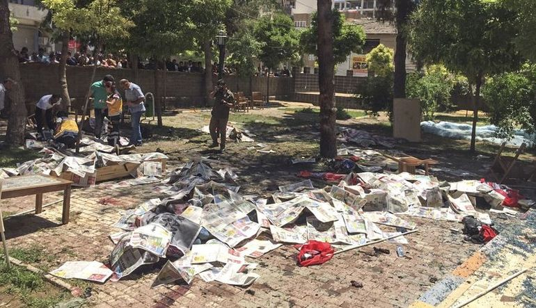 Suruç'ta patlama: 30 kişi öldü
