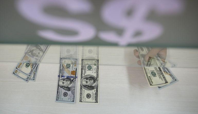 Fed'in bu yıl içinde faiz artıracağına dair beklentilerin güçlenmesiyle dolar üç ayın en yükseğine çıktı