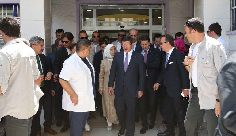 Başbakan Ahmet Davutoğlu, Suruç'taki terör saldırısı nedeniyle yaralananları hastanede ziyaret ettikten sonra önemli açıklamalarda bulundu