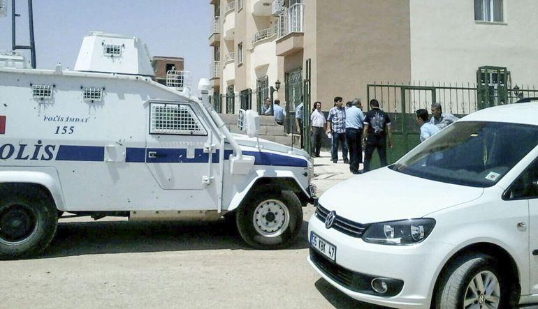 Şanlıurfa'nın Ceylanpınar ilçesinde yaşanan saldırıda 2 polis şehit oldu