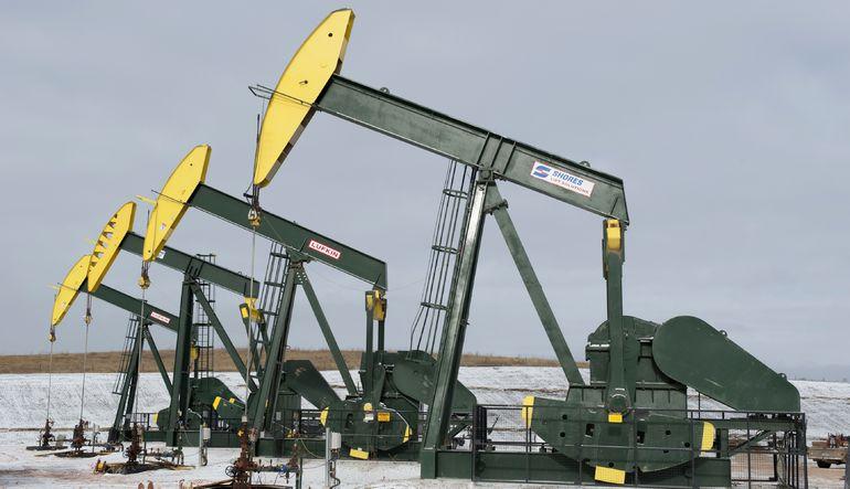 Petrol sürpriz ABD verisi ile ayı piyasasına yakın