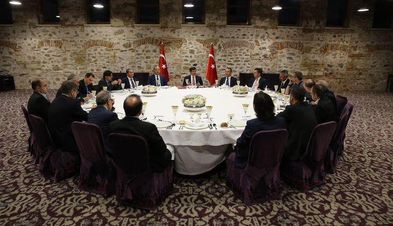 Başbakan Ahmet Davutoğlu, Suriye ve Kuzey Irak'ta, IŞİD ve PKK'ya yönelik bombardımanlar ve yurtiçinde terör örgütlerine karşı yürütülen operasyonlarl