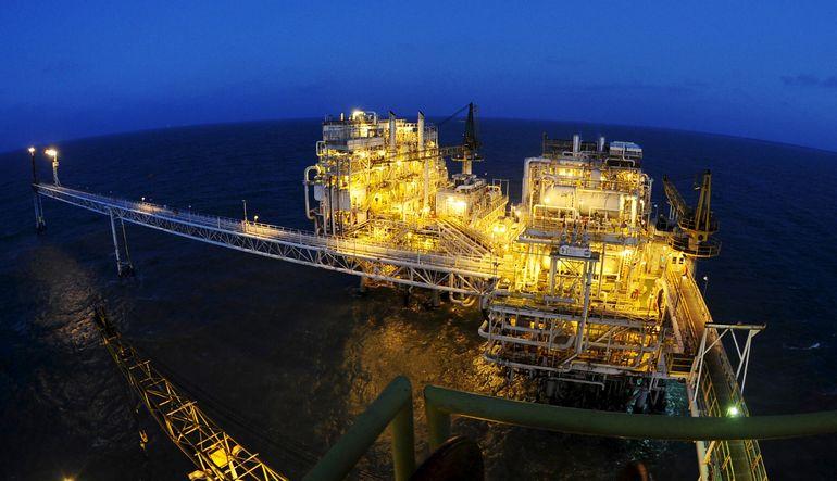 Zayıf seyreden petrol fiyatları 200 milyar dolarlık enerji yatırımının askıya alınmasına sebep oldu