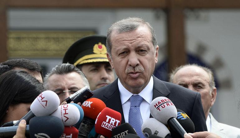 Cumhurbaşkanı Recep Tayyip Erdoğan, terör konusunda atılan adımların devam edeceğini söyledi.