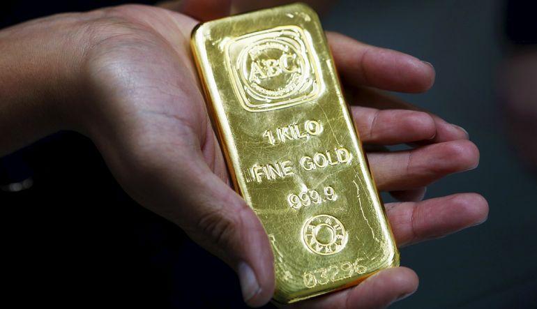 Altın kayıplarını koruyor