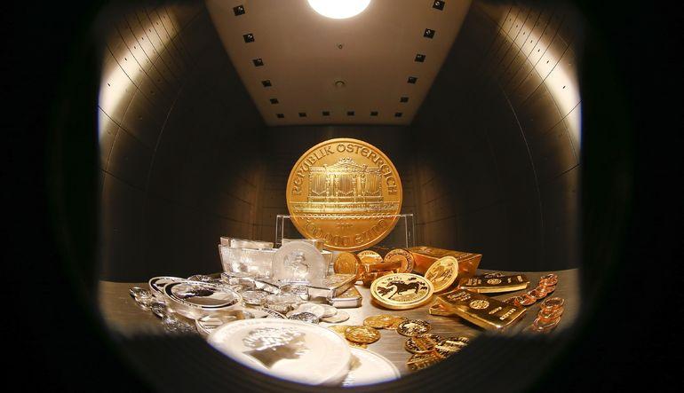 Altın iki yılın en büyük aylık düşüşüne hazırlanıyor