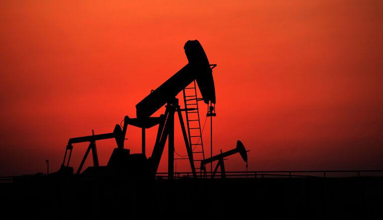 Petrolde 7 yılın en büyük aylık kaybı büyüyor