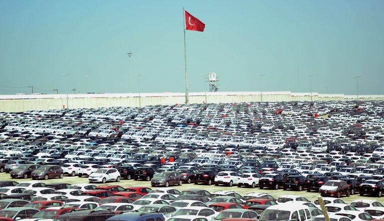 Otomobil ve hafif ticari araç pazarı Temmuz'da yüzde 40 artarken, ilk 7 aylık büyüme yüzde 49 oldu