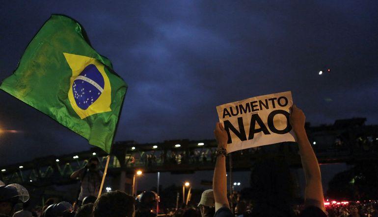 Moody's Brezilya'nın notunu indirdi
