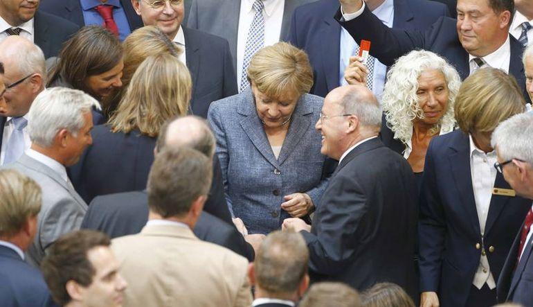 Alman meclisi de Yunanistan'a verilecek üçüncü paketi onayladı kabul edildi