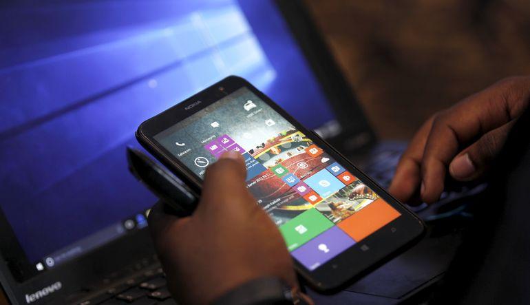Cep telefonuna 1 yılda yüzde 30 kur farkı zammı