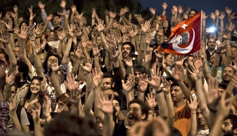 ARAŞTIRMA: Türklerin demokrasi algısı nasıl değişti?
