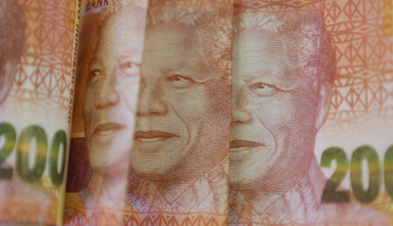 Güney Afrika randında tarihi çöküş
