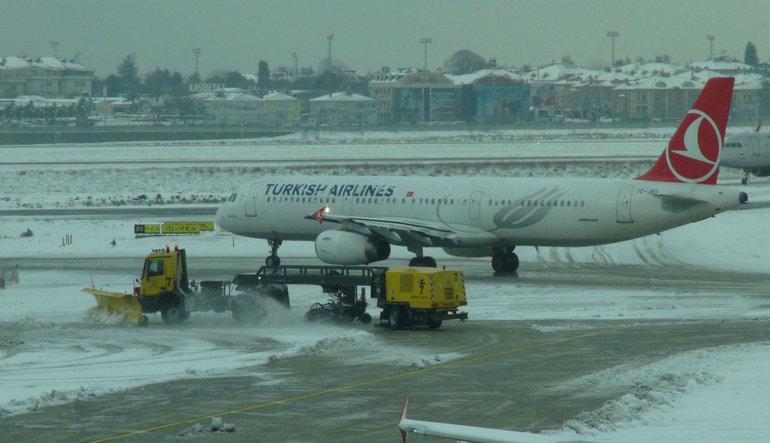 Kar yağışı 435 uçuşu iptal ettirdi