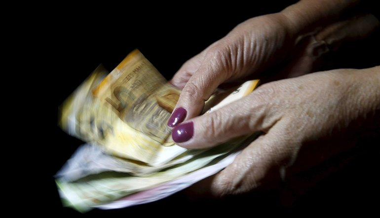 Azerbaycan'da yapılacak hata: Dolar almak