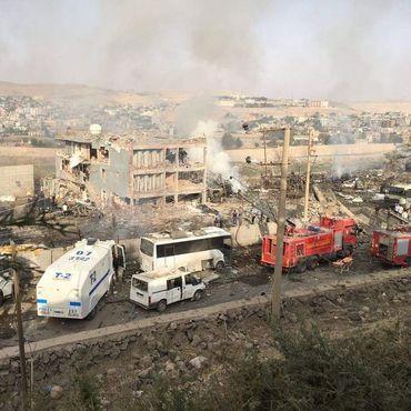 Cizre'de polis kontrol noktasına bombalı saldırı