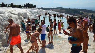 Türkiye'ye gelen turist sayısındaki azalış devam ediyor