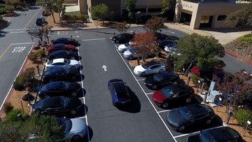 Video: Tesla'dan akılalmaz park testi