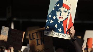 Federal mahkeme Trump'ın göçmen kararını askıya aldı