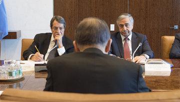 Kıbrıs görüşmelerinde Rum lider kapıyı vurup çıktı