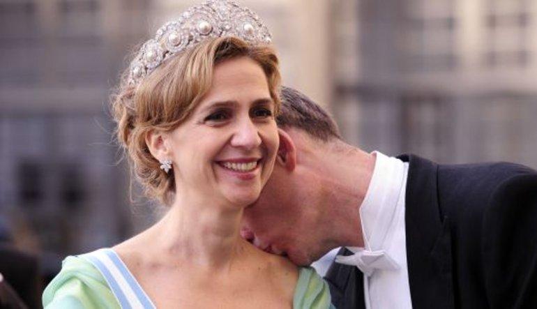 Prensese para, eşine hapis cezası
