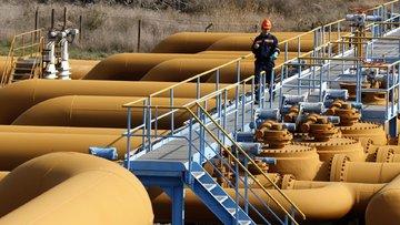 Petrolde kesinti 'pürüzlere rağmen' devam ediyor