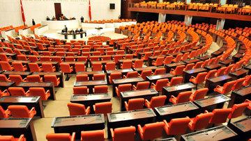 """Sistem de değişiyor, Meclis'in """"ceylan derisi"""" koltukları da"""