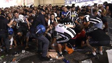 UEFA kupasındaki bomba paniği ardında bin 500 yaralı bıraktı