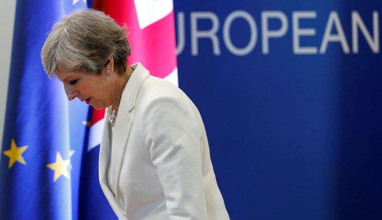 İngiltere'den AB vatandaşlarına 5 yıl ikamet şartı