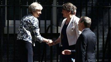 İngiltere'de Muhafazakarlar kritik dönemeci geçti