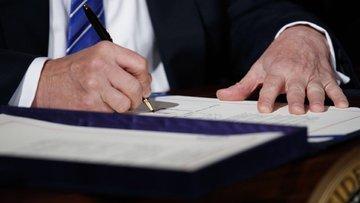 Trump'ın seyahat yasağına kısmi onay geldi