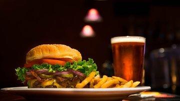 Fast food devlerinde dışkı bakterisi skandalı