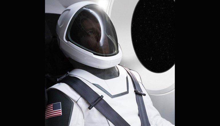 Elon Musk uzay kostümünü ilk kez tanıttı