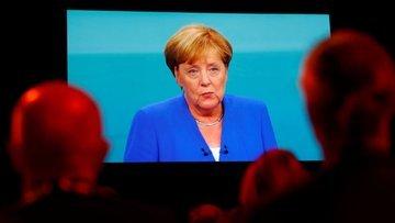 Merkel yine sert