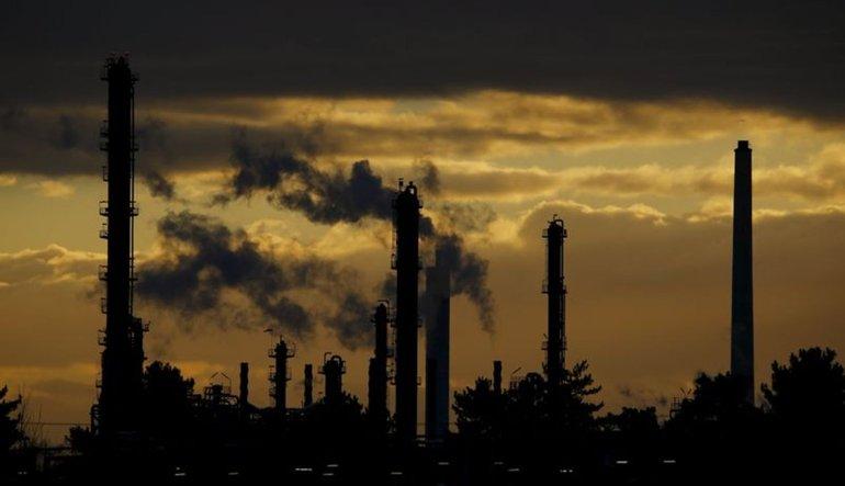 Ağustos'ta küresel petrol arzı azaldı