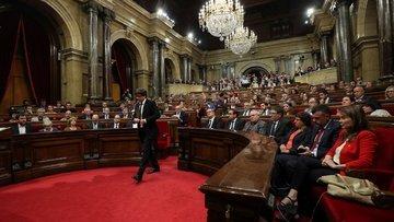 """Katalonya Başkanı """"diyalog"""" için bağımsızlığı erteledi"""