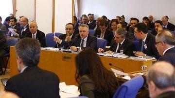 Hazine'nin borçlanma limiti artışı Komisyon'dan geçti