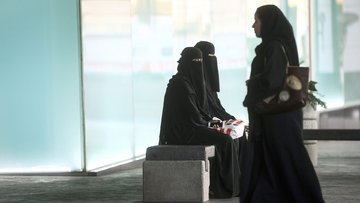 """Suudi Arabistan'da kadınlara bir """"özgürlük"""" daha"""