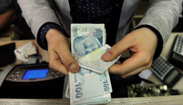 PİYASA TURU: Dolar Trump'la düşüyor, Lira sakin