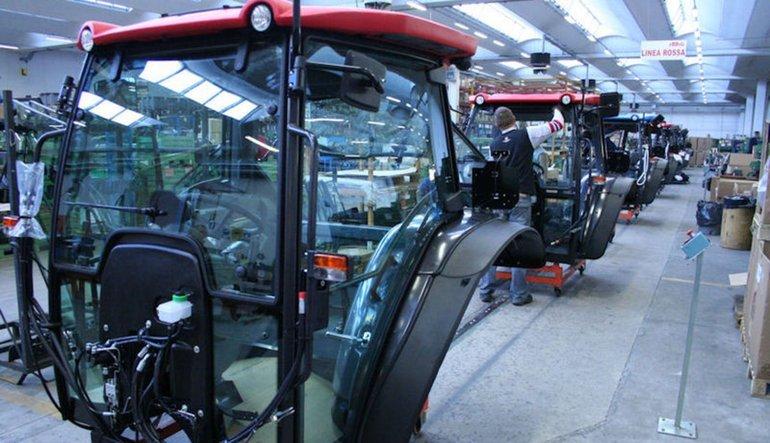 Traktörde ortaklık imzası