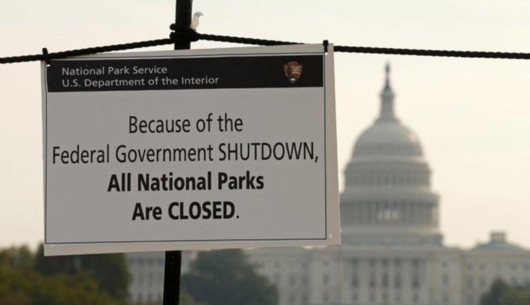 ABD hükümeti kapanmanın eşiğinden dönüyor