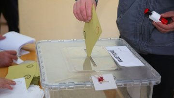 """Türkiye'den """"Seçimler ertelenmeli"""" diyen komisyona tepki"""