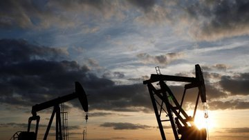 Ruslar ve Suud'tan tam saha petrol presi