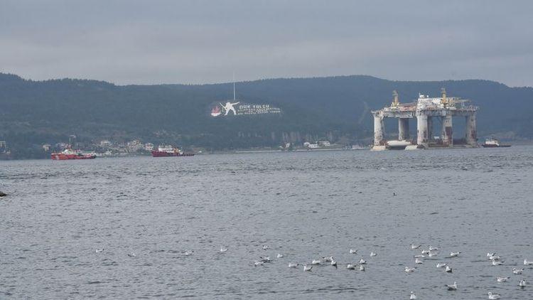Dev petrol platformunun etkileyici Boğaz yolculuğu